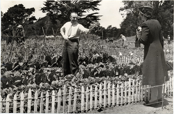 GGP.victorygardens.1943.(photo: SFPL.AAA-8494)